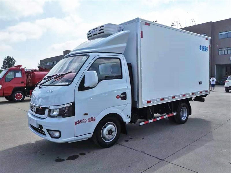 东风途逸3.5米冷藏车
